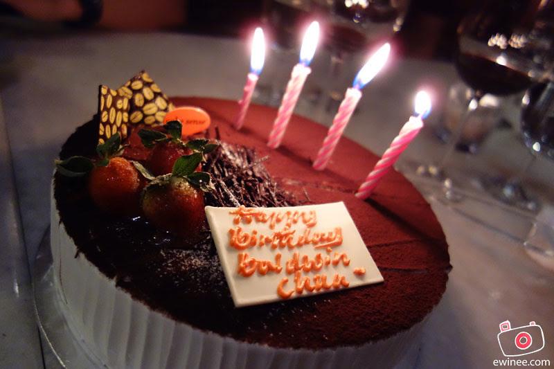 BALDWINS-BIRTHDAY-AT-RIBS-BIRTHDAY-CAKE