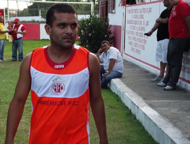 Lateral Renatinho Potiguar, ex-ABC, está de volta ao América-RN (Foto: Jocaff Souza/GLOBOESPORTE.COM)