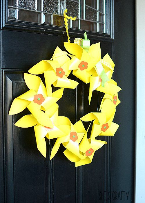 daffodils, spring, wreath, wreath form, craft project, kids craft project