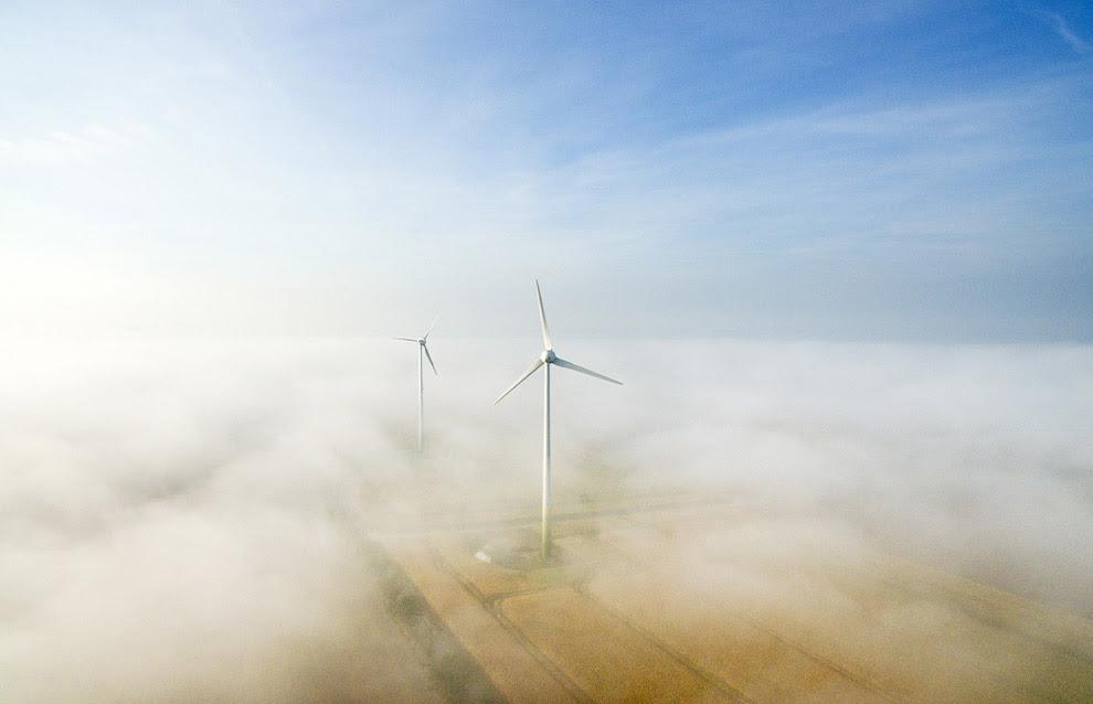 Ветряки в тумане на севере Германии