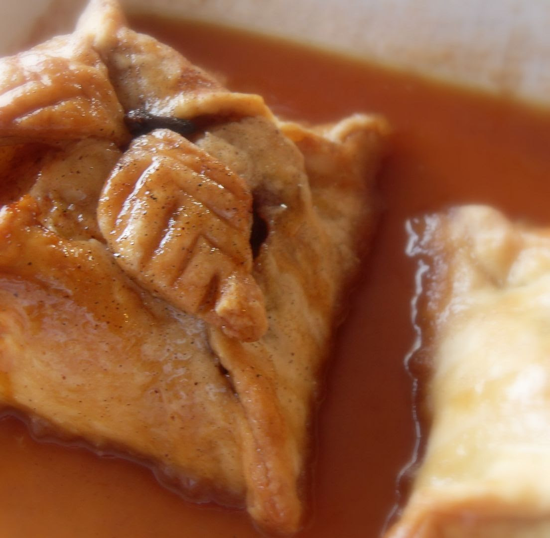 The English Kitchen: Old Fashioned Apple Dumplings