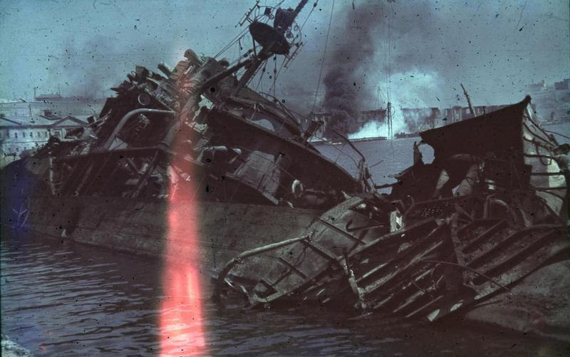 File:Bundesarchiv N 1603 Bild-263, Sewastopol, Hafen, versenkter Zerstörer.jpg