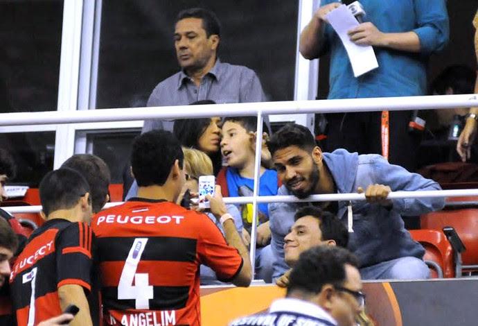 Wallace e Luxemburgo, Flamengo X Maccabi Basquete (Foto: André Durão)