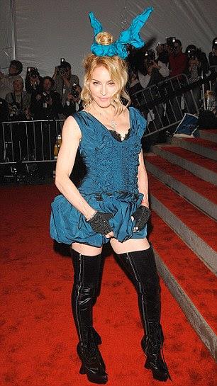 Coelho menina: Madonna chega ao Metropolitan Museum of Art Costume Institute Gala do em 2009