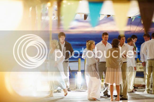 http://i892.photobucket.com/albums/ac125/lovemademedoit/welovepictures/StrandKombuis_Wedding_105.jpg?t=1324655177