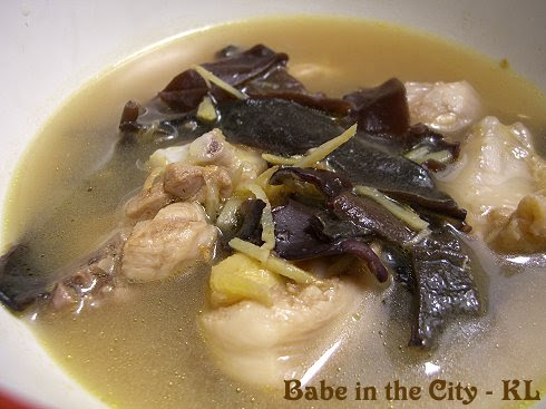 Chicken and Black Fungus With Wine Soup