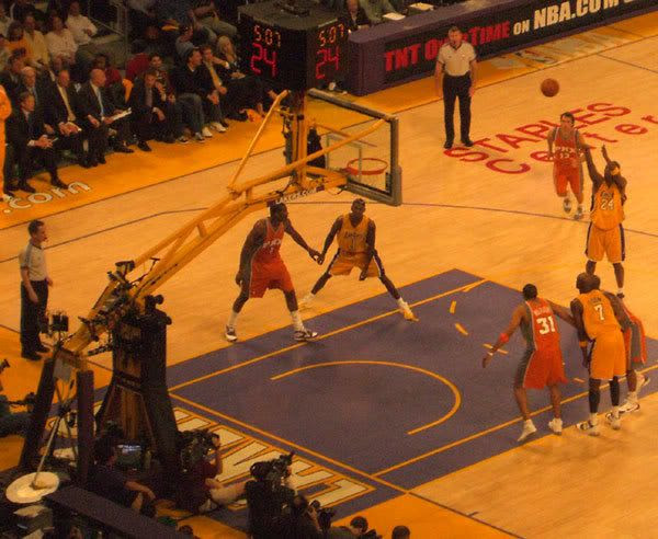 Kobe Bryant shoots a free throw during Game 3 against the Phoenix Suns.