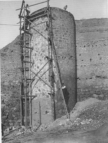 Restauración de la Muralla junto a las Torres de la Reina. Foto Rodríguez
