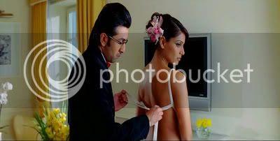 http://i347.photobucket.com/albums/p464/blogspot_images1/Bachna%20Ae%20Haseeno/60.jpg