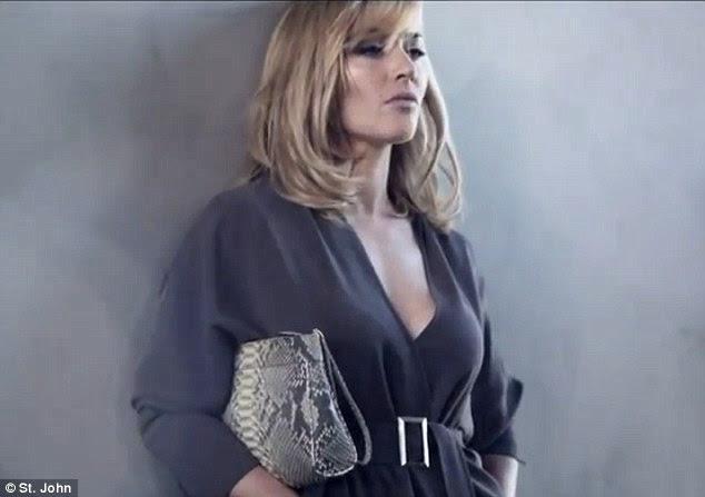 A favorita dos fãs: Kate posou com uma cobra pele impressa saco de embreagem, entre um pedaço até a câmera, onde ela falou sobre como as mulheres foram inspirados por ela