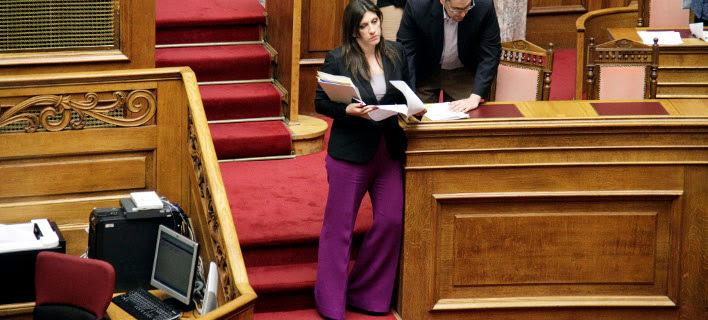 Δεν δίνει τα χρήματα της Βουλής η Ζωή - EUROKINISSI/ΓΙΩΡΓΟΣ ΚΟΝΤΑΡΙΝΗΣ