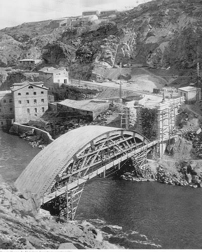 Construcción del Puente Nuevo de Alcántara en Toledo, hacia 1929. Fotografía de D. Pedro Román Martínez