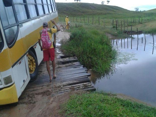 Riacho fica no limite entre os municípios de Umbaúba e Itabaianinha (Foto: Joel Bomfim/VC na TV Sergipe)