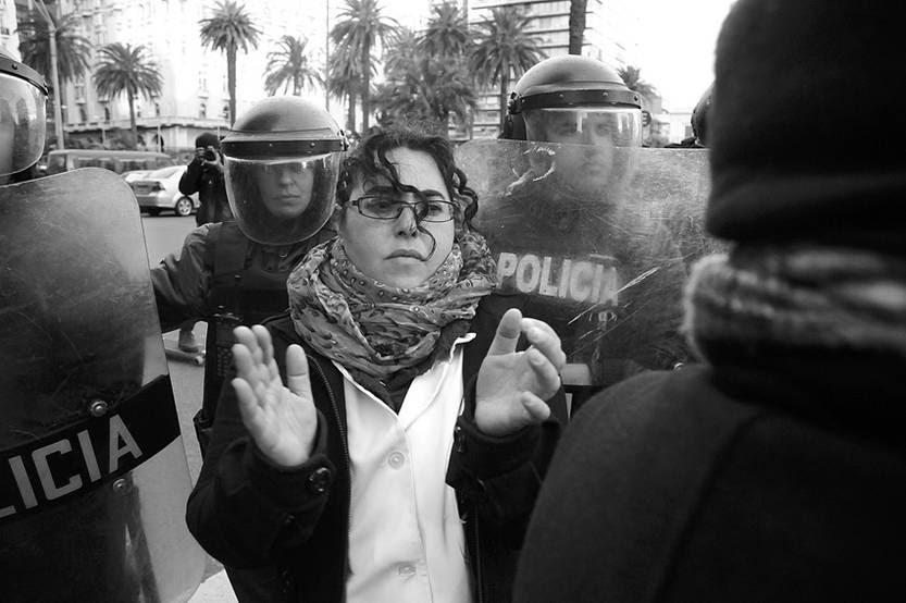 Movilización de maestros, ayer, durante el acto oficial en plaza Independencia.