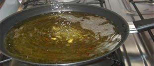 Resultado de imagem para frigideira oleo quente