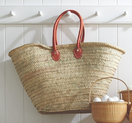 Fill baskets with outing essentials. I love the idea of keeping baskets by the door, ready to go for typical outings. You could have a beach basket with sunscreen, towels and spare sunglasses, or a picnic basket with blankets, cutlery and unbreakable dishes. Just grab the appropriate tote and head out!