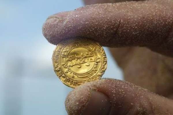 0f4c1378710b Encontraron un cofre de las Cruzadas con pendientes y monedas