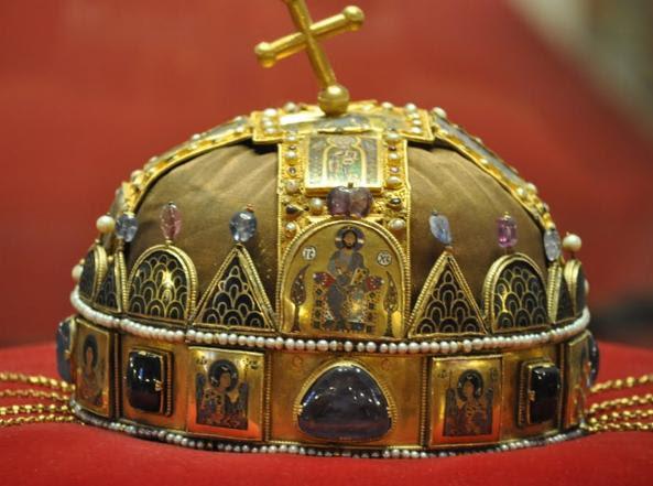 La corona di Santo Stefano fu usata per incoronare i re di Ungheria fin dal XIII secolo