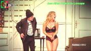Ines Aires Pereira sensual em peça de teatro