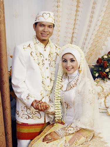 gambar gaun pengantin muslim modern terbaru