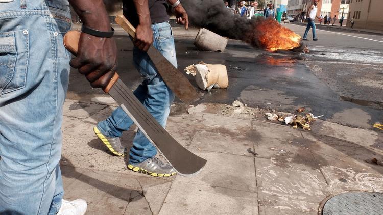 APphoto_South Africa Imiigrant Attacks