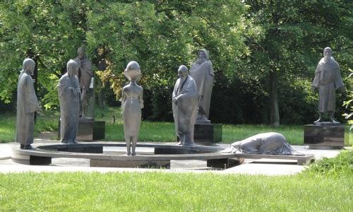 Visszakerültek a szobrok! A lopottaknak hűlt helye...