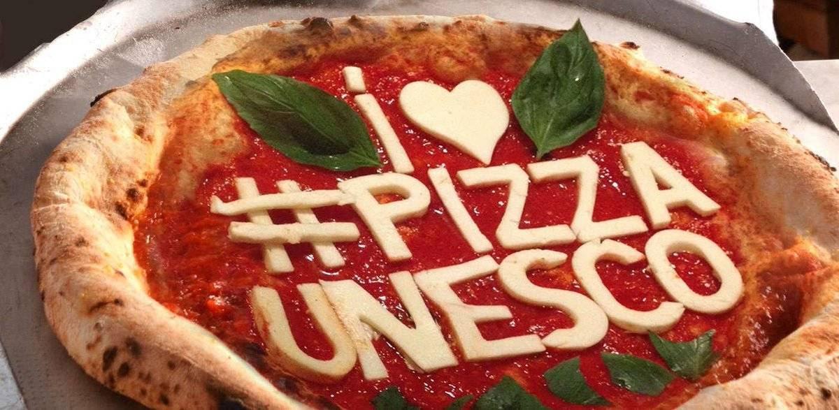 Risultati immagini per pizzaiolo napoletano unesco