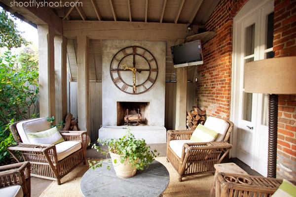 Atchison Αρχική | Εξωτερική Living Room | Σκυρόδεμα Τζάκι | Big Clock