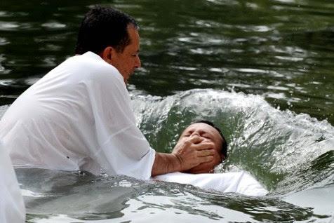 http://i0.wp.com/www.jewishpress.com/wp-content/uploads/2012/08/Baptism.jpg?w=477