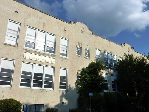 P1130158-2011-07-24-Grant-Park-Elem-West-Facade-Parapet-Cartouche