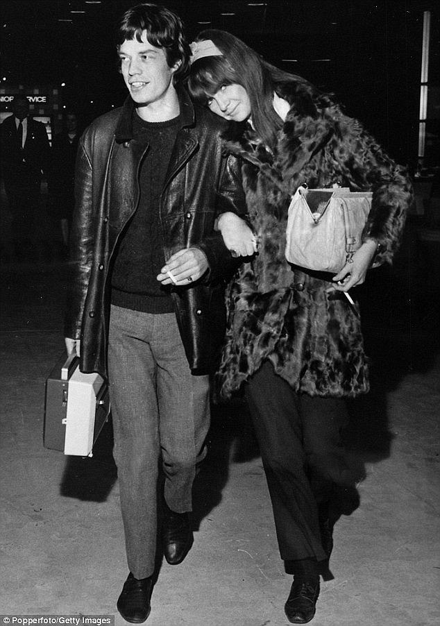 Amor novo: estrela do rock britânico Mick Jagger com Chrissie Shrimpton em 1966