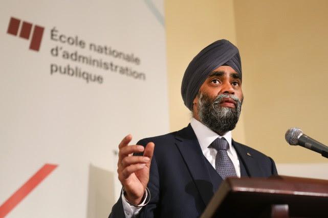 Le ministre de la Défense Harjit Sajjan enjoint... (PHOTO ROBERT SKINNER, LA PRESSE)