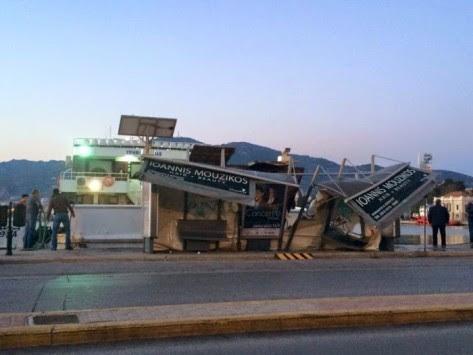 Παραλίγο τραγωδία με πλοιάριο στη Μυτιλήνη! `Γκρέμισε` στάση ΚΤΕΛ - ΦΩΤΟ