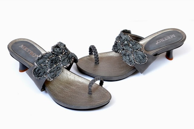 Girls-Womens-Beautiful-Casual-High-Shoes-Eid-Footwear-Collection-2013-by-Metro-Shoes-2