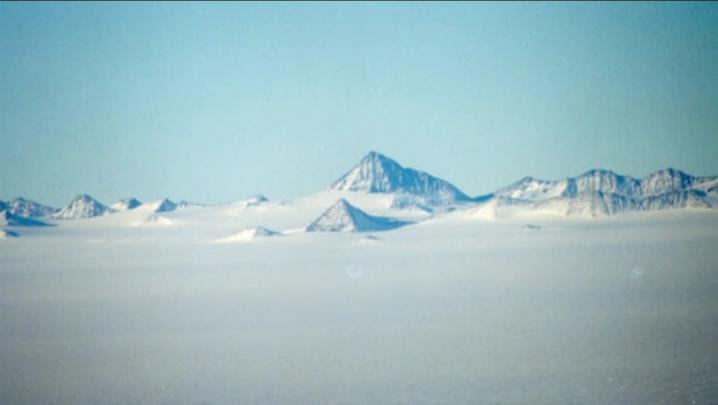 Antarctique russe pyramide5