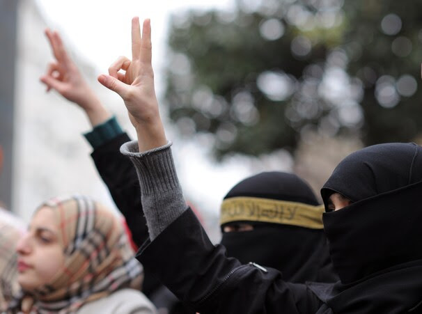 http://www.washingtonpost.com/rf/image_606w/2010-2019/WashingtonPost/2012/02/06/Foreign/Images/Turkey_Syria_Protest_03e3a.jpg