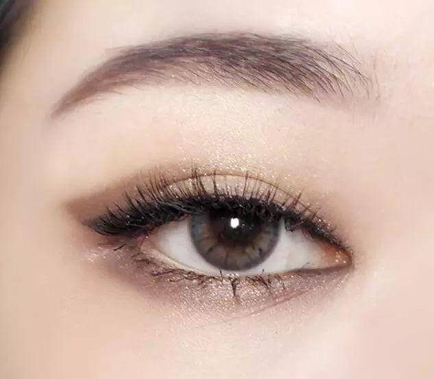 Hướng dẫn chi tiết từng bước một với 4 kiểu eyeline thanh mảnh sắc nét dành cho nàng mới tập tành kẻ mắt - Ảnh 23.