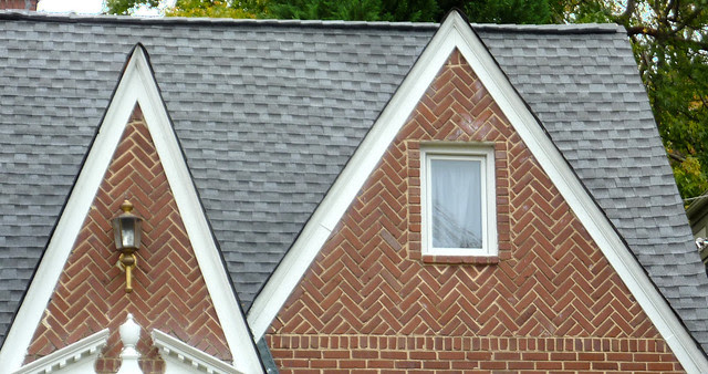 P1130471-2012-11-05-un-Drunk-Diagonal-Brick-double-gable-Morningside-detail-Reeder