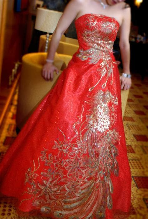 WEDDING COLLECTIONS: Chinese Wedding Dress