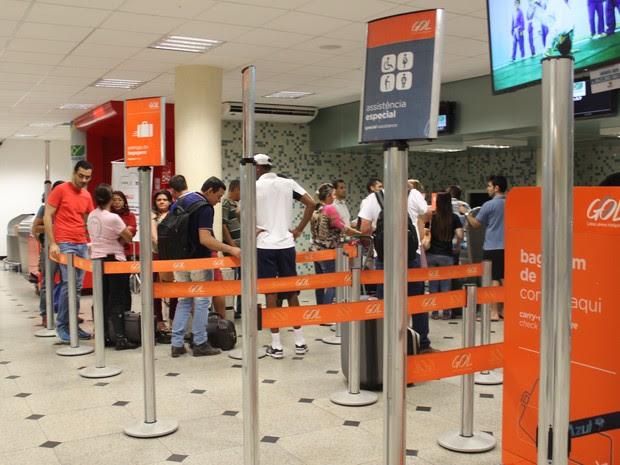 Passageiros ficaram desesperados com problema em avião (Foto: Ellyo Teixeira/G1)