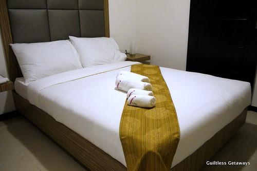 isuites-kimono-room-bed.jpg