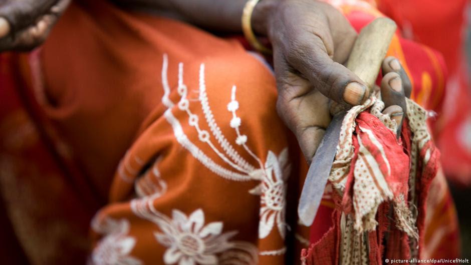 Avrupa kadınları sünnetten koruyamıyor | AVRUPA | DW | 06.02.2016