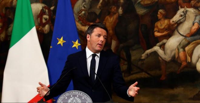 Renzi, en rueda de prensa para anunciar su dimisión como primer ministro de Italia. REUTERS/Tony Gentile