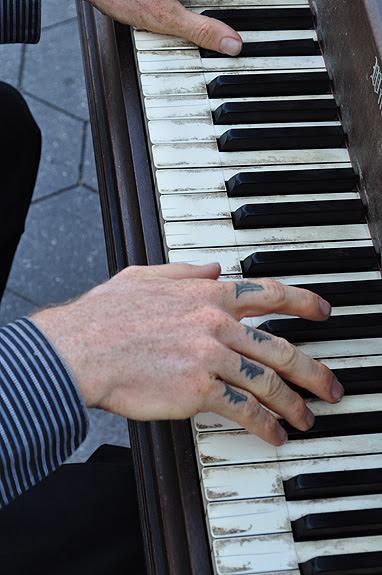 park hands piano_sm
