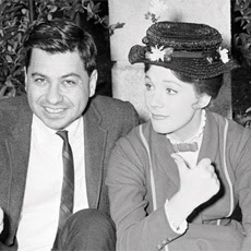 "Richard Sherman e Julie Andrews divertirsi sul set di ""Mary Poppins""."
