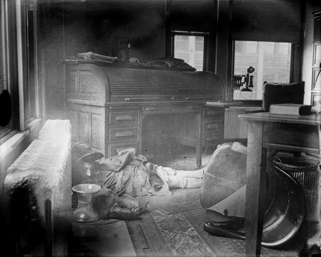 File:Dead Woman On Floor With Chair And Spittoon.jpg