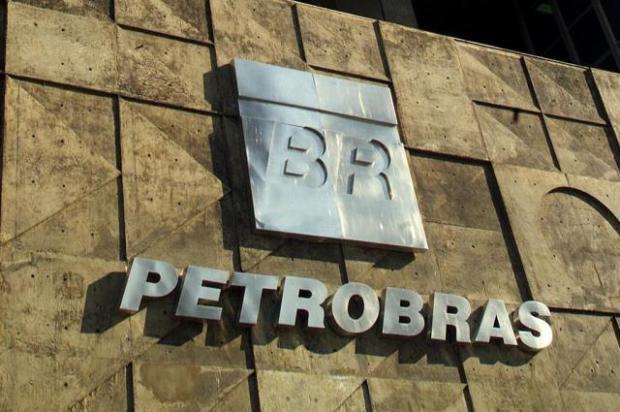 Petrobras deve anunciar redução no preço da gasolina