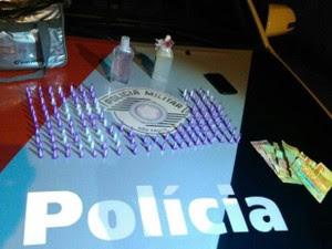 Três são presos por tráfico de drogas no bairro Taquaral em Ubatuba, SP (Foto: Divulgação/Polícia Militar)