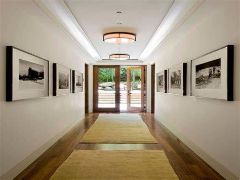 Ideas for decorating hallway walls, farmhouse interior