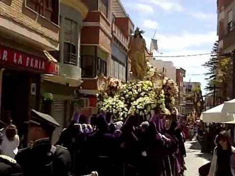 video que se muestra una procesión bailando a ritmo de Samba